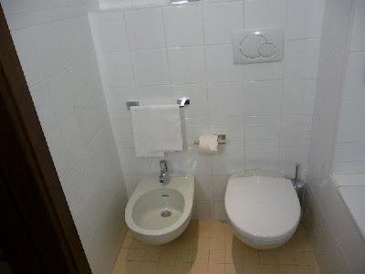 Napoli Hotel Mercure Angioino Centro Bathroom - Italy