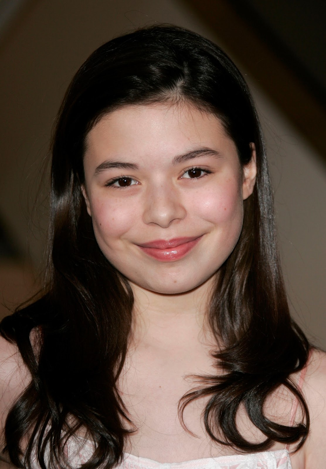 Red Carpet Dresses: Miranda Cosgrove - Keeping Up With