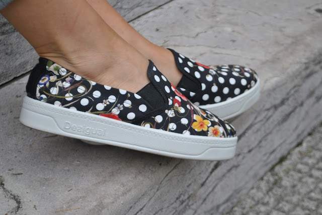 slip on desigual a pois outfit slip on come abbinare le slip on abbinamenti slip on desigual scarpe desigual stampa pois slip on desigual stampa pois e fiori outfit casual scarpe nere a pois bianchi come abbinare i pois abbinamenti pois polka dots slip on how to wear slip on shoes how to combine slip on slip on shoes desigual slip on shoes mariafelicia magno fashion blogger colorblock by felym fashion blog italiani fashion blogger italiane