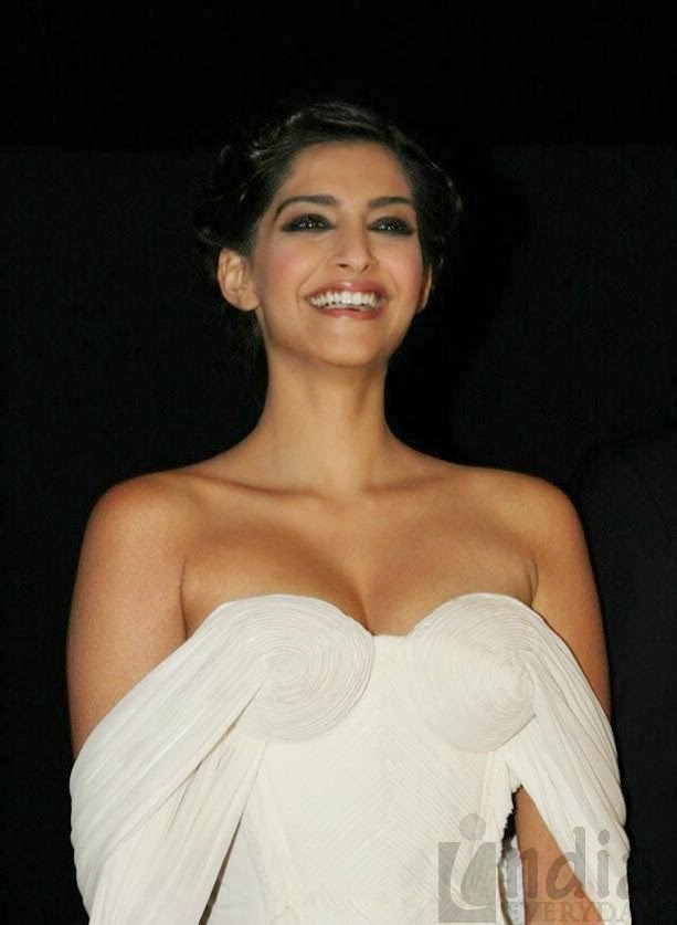 Sonam Kapoor Photos and Wallpapers
