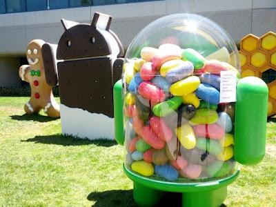 El retraso de Android Key Lime Pie fue un suceso que muchos no nos esperábamos realmente, aunque menos fue que Google tuviese disponible una nueva versión de Android Jelly Bean antes de ver la nueva versión de este sistema operativo Open Source. Si bien los detalles eran vagos en el momento sobre el lanzamiento, hoy hemos sabido algo más del tema. El nuevo detalle sobre esta nueva actualización ha llegado desde Android HDBlog.it, uno que nos indica que la fecha en la que veremos esta nueva actualización será, efectivamente, durante el evento en donde se suponía que la versión más