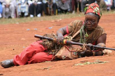 Figures et traditions du cameroun costumes et coiffes de for Chambre de commerce du cameroun