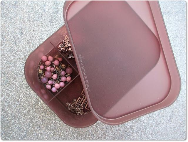 Caja de Plástico con Compartimentos - 1.99 €