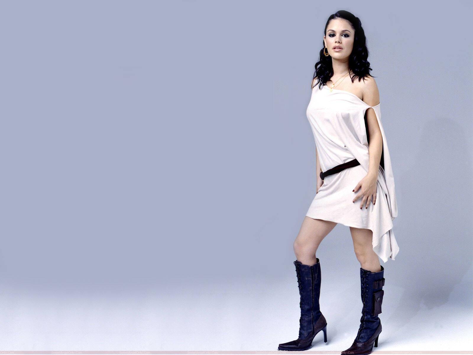 http://4.bp.blogspot.com/-sFAyjrt1wkU/TjLJ0KNHi7I/AAAAAAAAH44/vTo02sOG60k/s1600/rachel_sarah_bilson_hot_photo_shoot.jpg