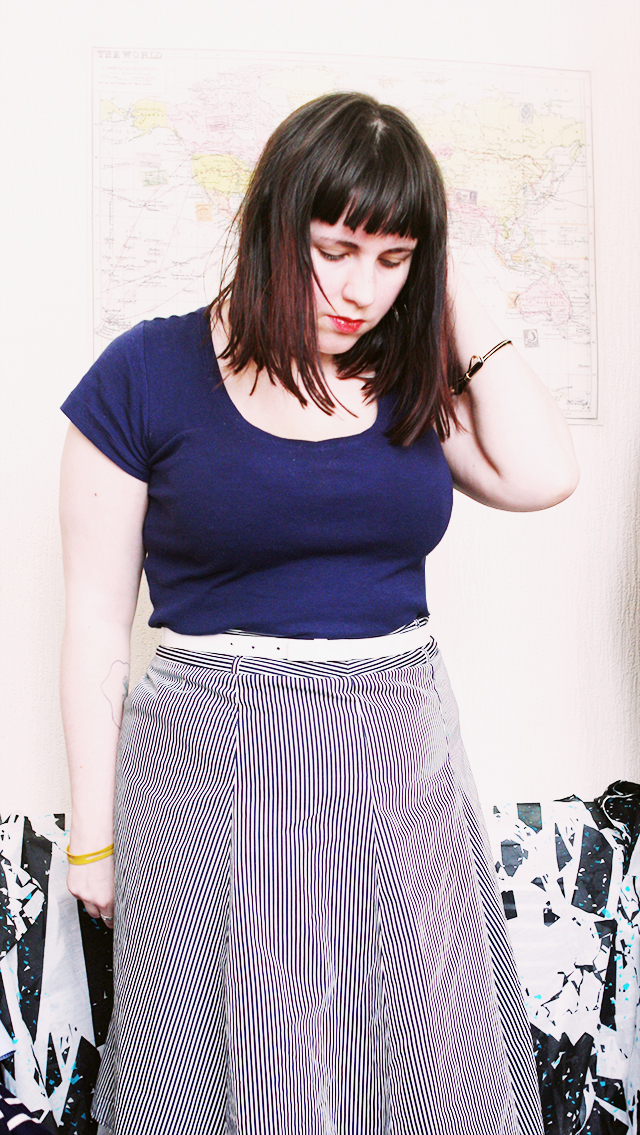 fashion outfit post - navy tshirt from gap white bow belt, bow bracelet and striped skirt