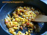 овощи порезать мелкими кубиками и обжарить на сливочном масле