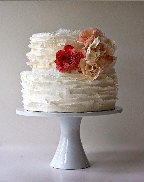 bolo branco com babado