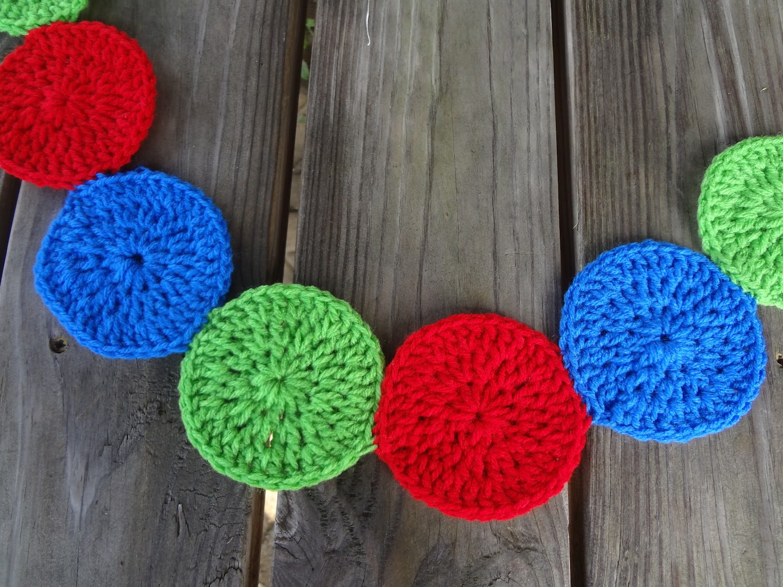 Crochet Patterns Circle : Fiber Flux: Free Crochet Pattern...Modern Circles Garland!