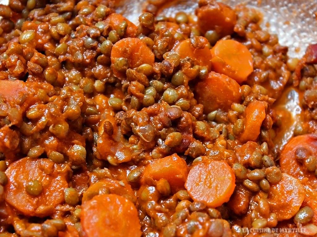 Voir la recette : ragoût de lentilles vertes du Puy au coulis de tomates, carottes et lardons