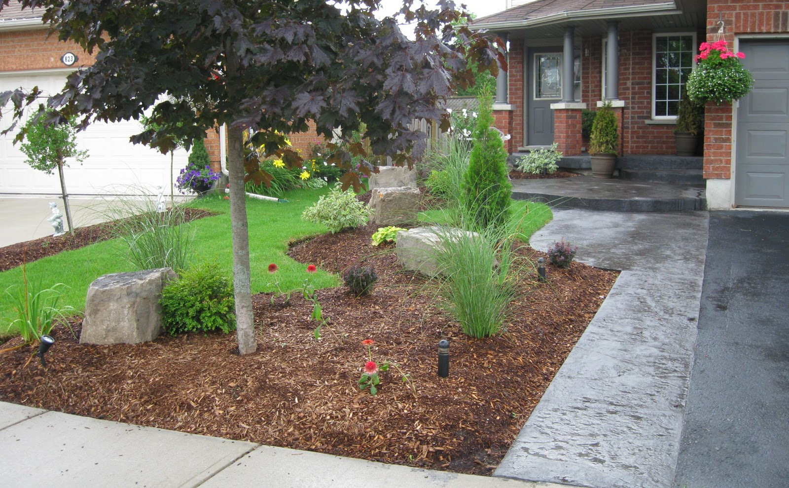 Landscaping with curb appeal for Curb appeal landscaping