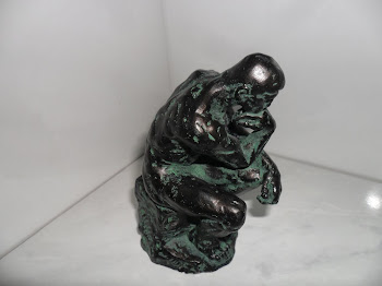 "Estatueta francesa ""O pensador"""