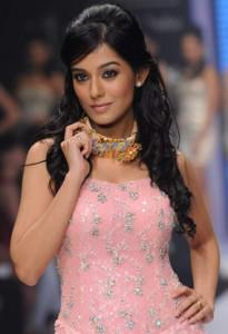 Latest Fashion Trends 2011 in India-4