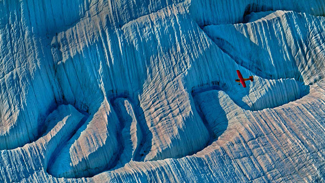 A glacier in Wrangell-St. Elias National Park and Preserve, Alaska (© Frans Lanting/Gallery Stock) 690