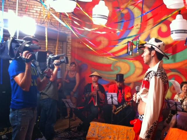A equipe do Fantástico e Alfredo Del-Penho, intérprete de 'Sauna gay'