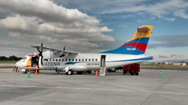Avión ATR-42 (FAC1190) de SATENA con su nueva imagen.
