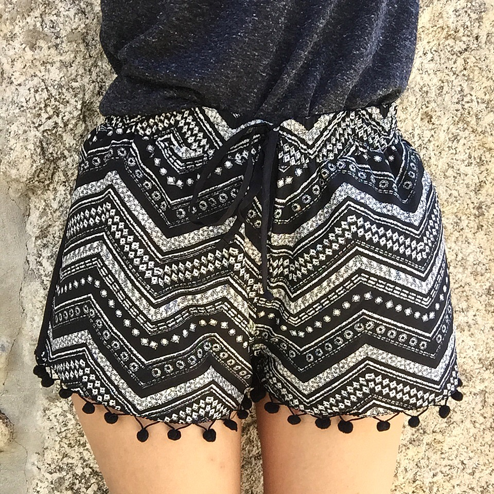 peexo-fashion-blogger-wearing-aztec-shorts-with-pom-poms