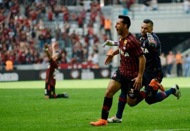 Vilches marcou um gol no minuto final da partida, já nos acréscimos (Foto: Gustavo Oliveira/Atlético-PR)