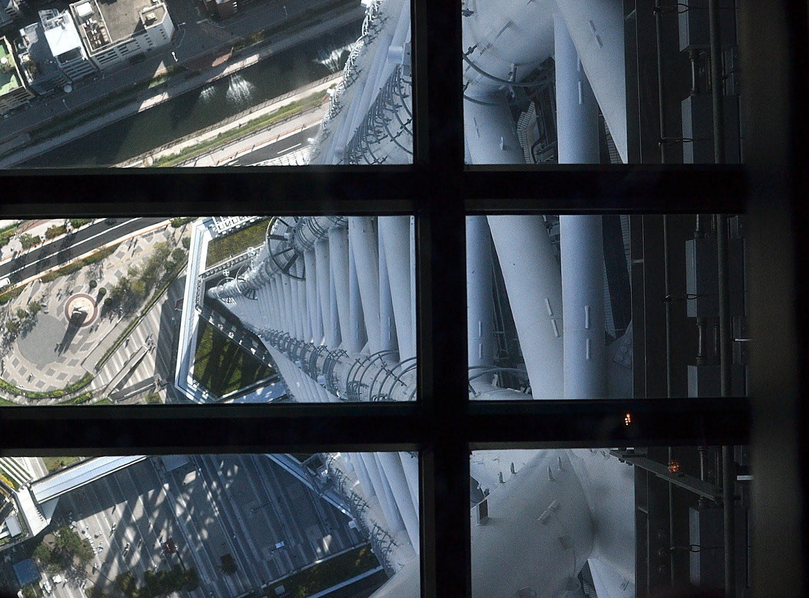 visiting the tokyo sky tree, must do tokyo, Japan, view down