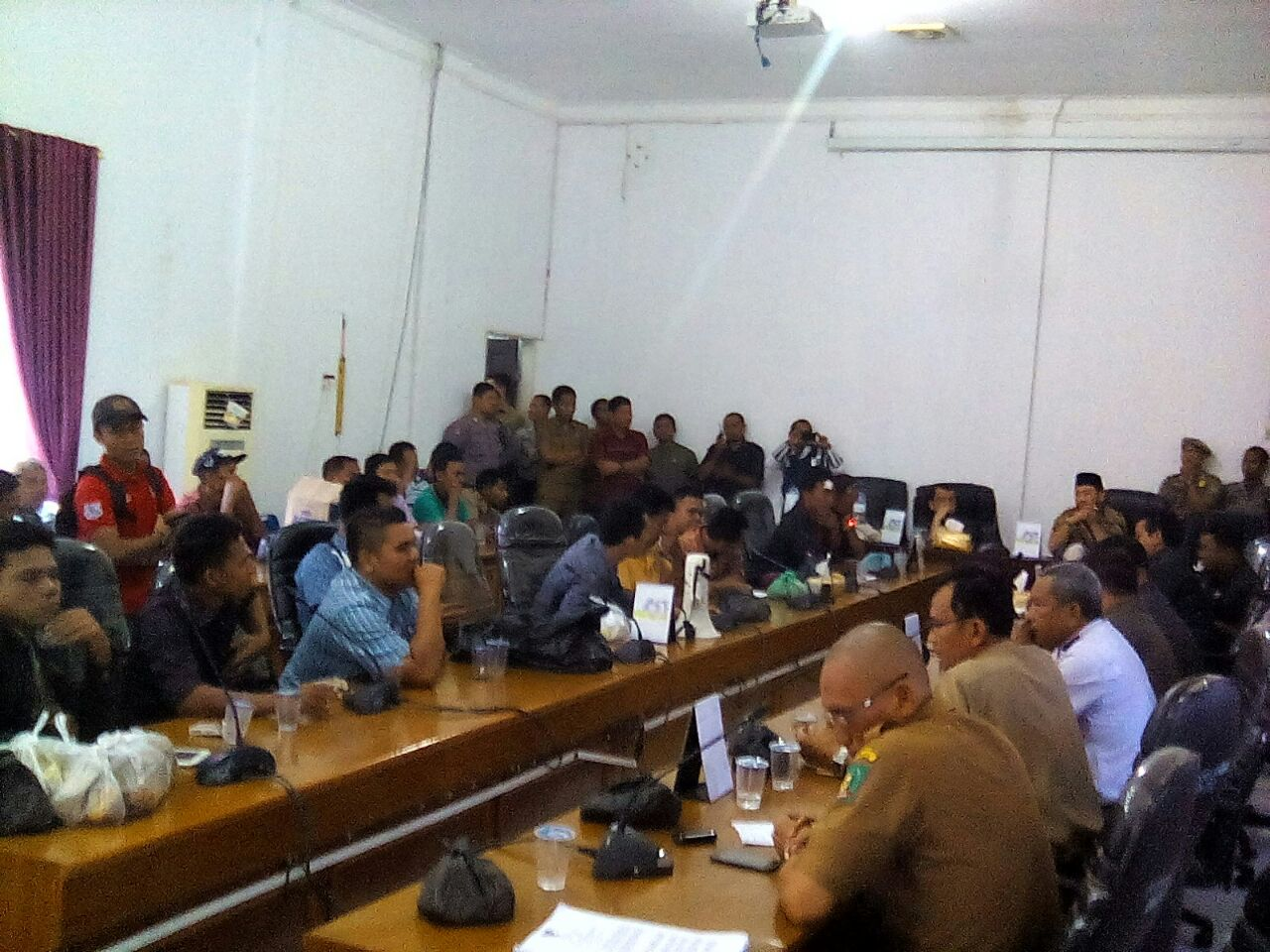 Massa Peduli Langkat Geruduk DPRD Kab.Langkat Serukan Pembangunan yang Merata
