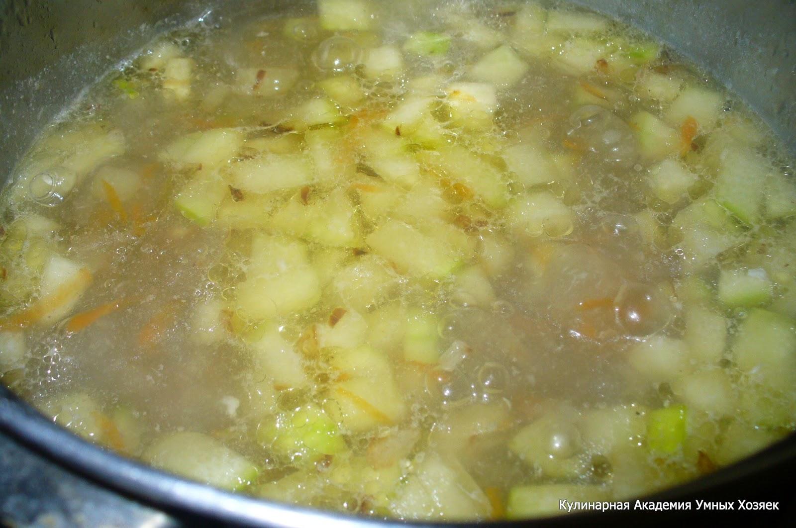добавление кабачков с луком в суп