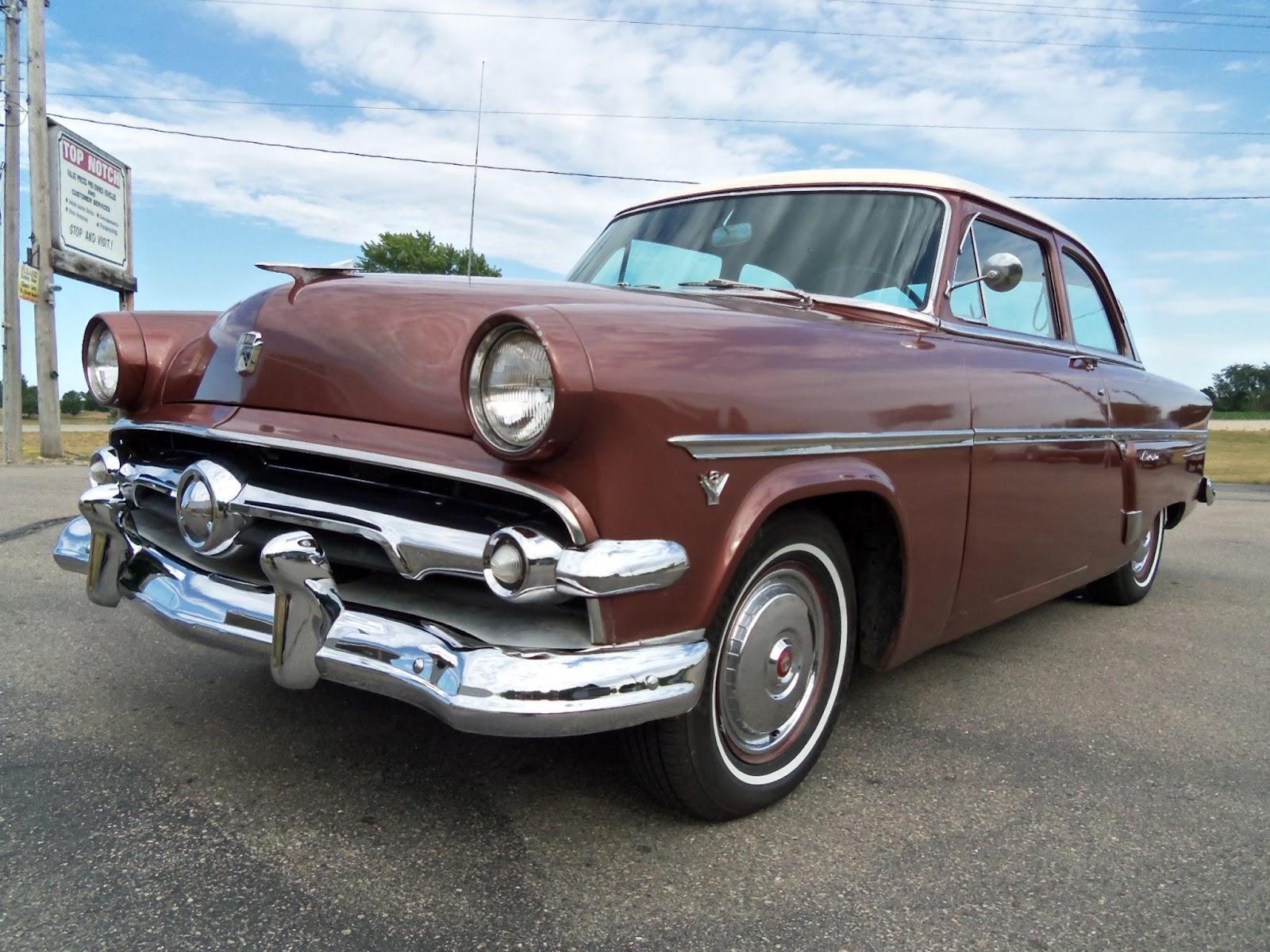 Daily Turismo 10k 1954 Ford Customline Tudor Sedan