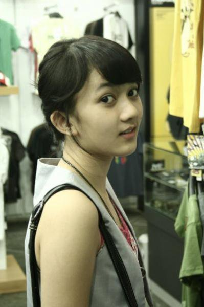 http://4.bp.blogspot.com/-sHhpTjOpX-U/TVkTovlWdHI/AAAAAAAAAF0/9h5CRiaMY64/s1600/Leona%2BAgustine%2BFoto%2BMesum.jpg