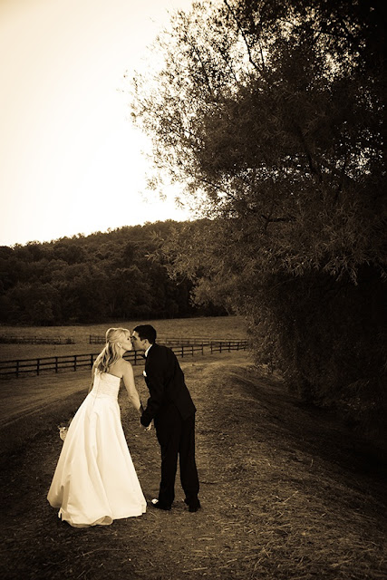 Bride and Groom Doukenie Winery| Whysall Photography