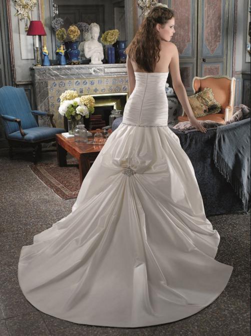 robes de mariage insolites mariage d coration. Black Bedroom Furniture Sets. Home Design Ideas