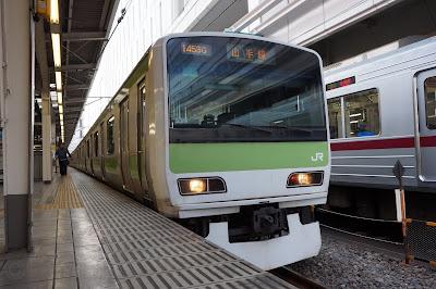 池袋駅で出発を待つ山手線E231系500番台