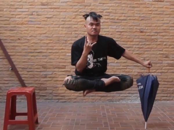 Tailandês figura faz truques com efeitos especiais