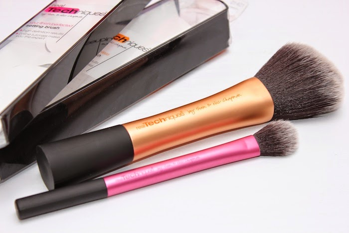 brochas_real_techniques_iherb_web_descuento_Powder_brush_setting_brush_angicupcakes02