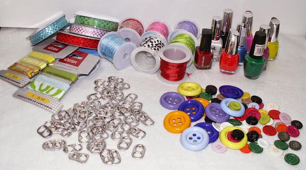 Reciclando anillas de las latas.