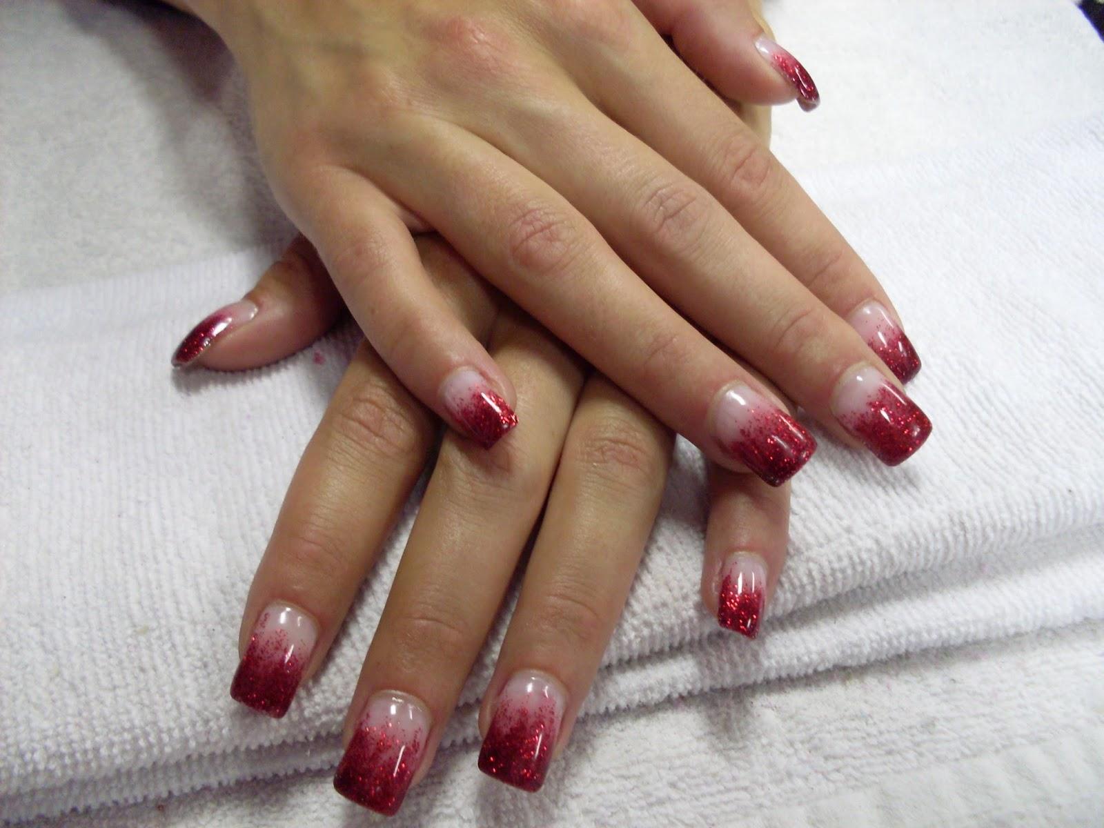 röda naglar med glitter
