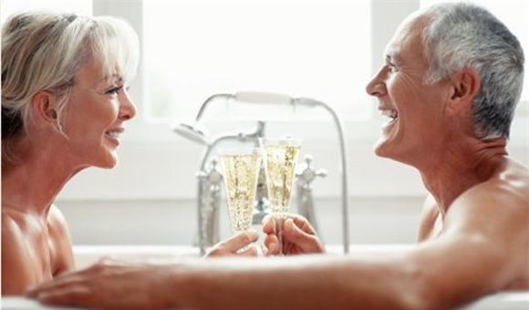 Tình dục ở tuổi đầu bạc răng long như thế nào?