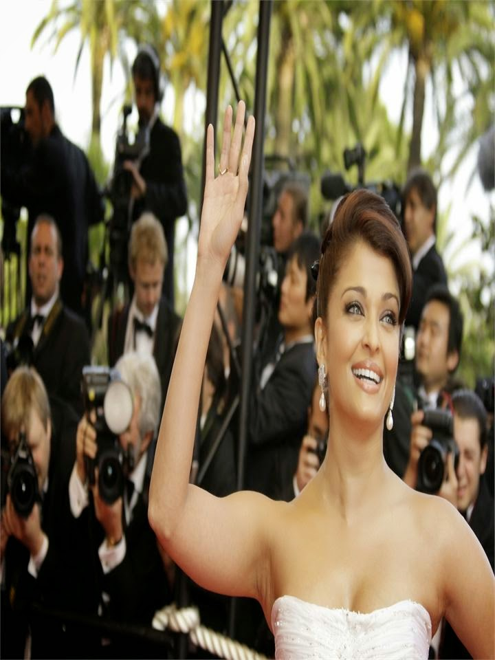 Aishwarya Rai's Top & Unseen Rare Hottest Photo Gallery underarms visible while waving her hands