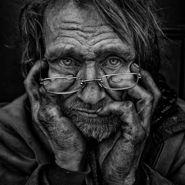 Fotógrafo torna-se Morador de Rua para poder fotografar a realidade das pessoas quem vivem essa dura realidade
