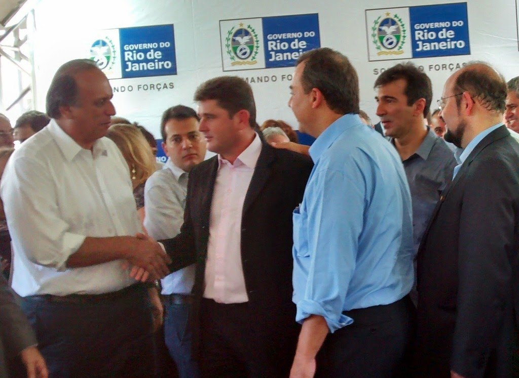 Prefeito Arlei entre o vice-governador Pezão e o governador Sérgio Cabral em Três Rios