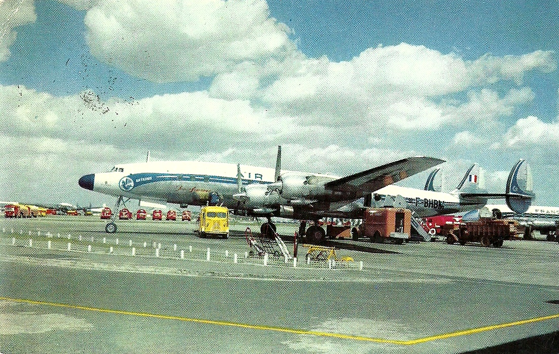 The traveler 39 s drawer air france avion super starliner for Aereo barcelona paris