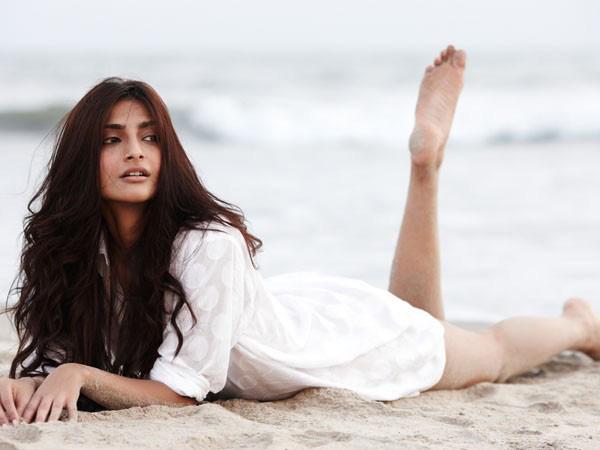 Hot Sonam Kapoor pics