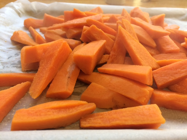how to cut and prepare sweet potato chips for roasting