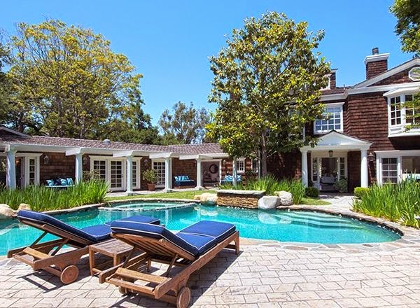 What, exactly, Channing Tatum plans to do with his money for the new property is clear.  Purchasing a beautiful Mansion at Beverly Hills, the 34-year-old and wife, Jenna Dewan Tatum were seen multiple times no touring again.