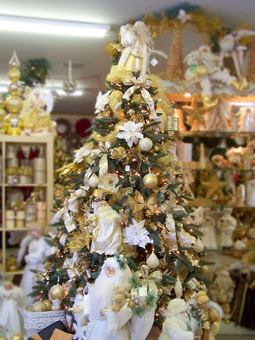 white and gold christmas tree decorations photo2