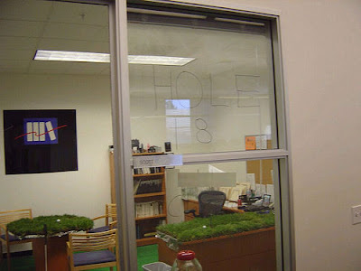 office prank 07 Funny Pictures: 30 Great Office Pranks.