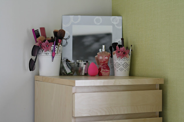 Beauty-blogger-makeup-collection-storage-ideas-ikea-malm-drawers-blog-organisation