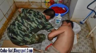 Pria ini Tersangkut di Toilet karena Cincin Kawin Jatuh