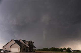 Brad Mack: My Adventure Mengejar Tornado . MizTia Respect