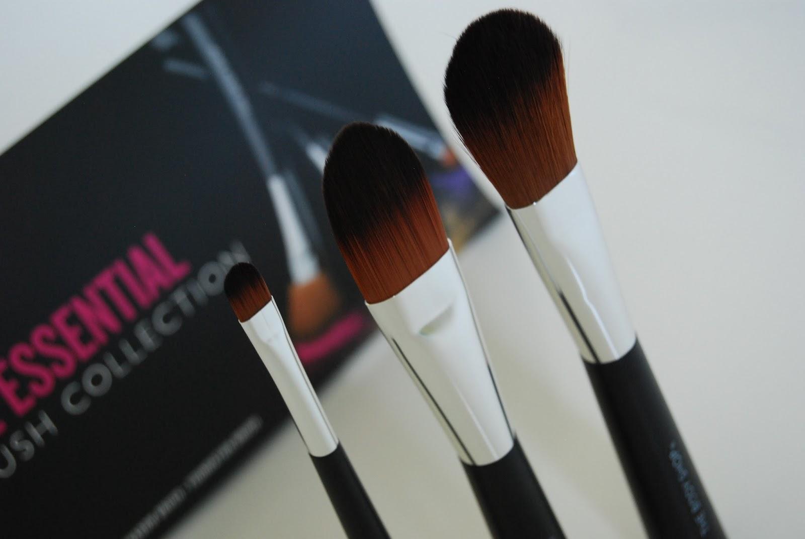 The Body Shop Essential Brush Collection Foundation Eyeshadow Blush