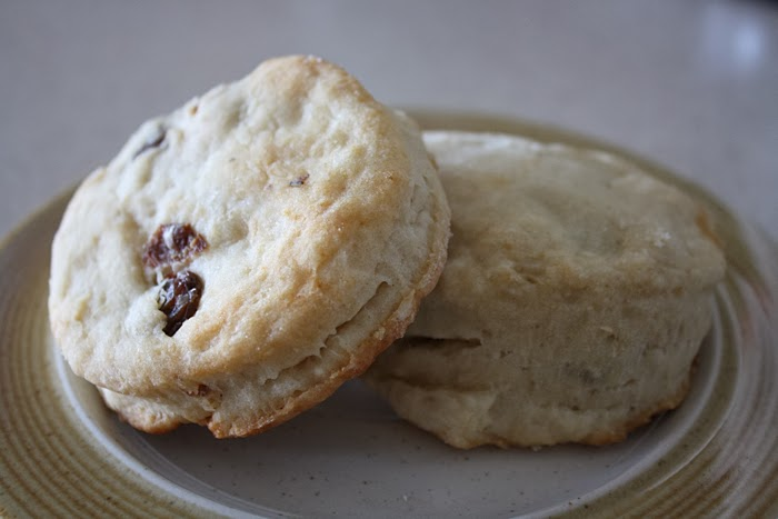 easy recipe for raisin tea biscuits scones