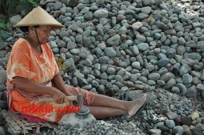 Buruh pemecah batu