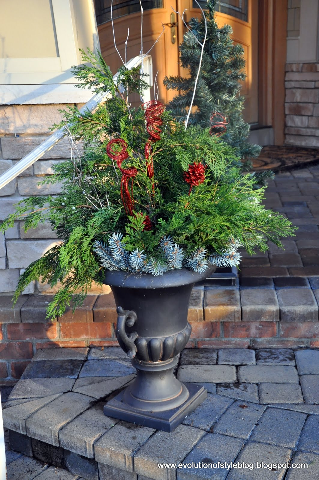 Easy outdoor holiday decor evolution of style for Easy front porch christmas decorations